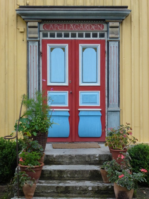 the colourful doorway to capellagarden school