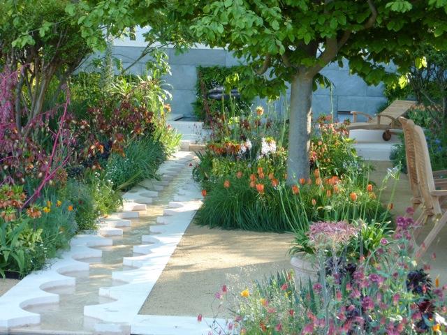 foreign-colonial-garden