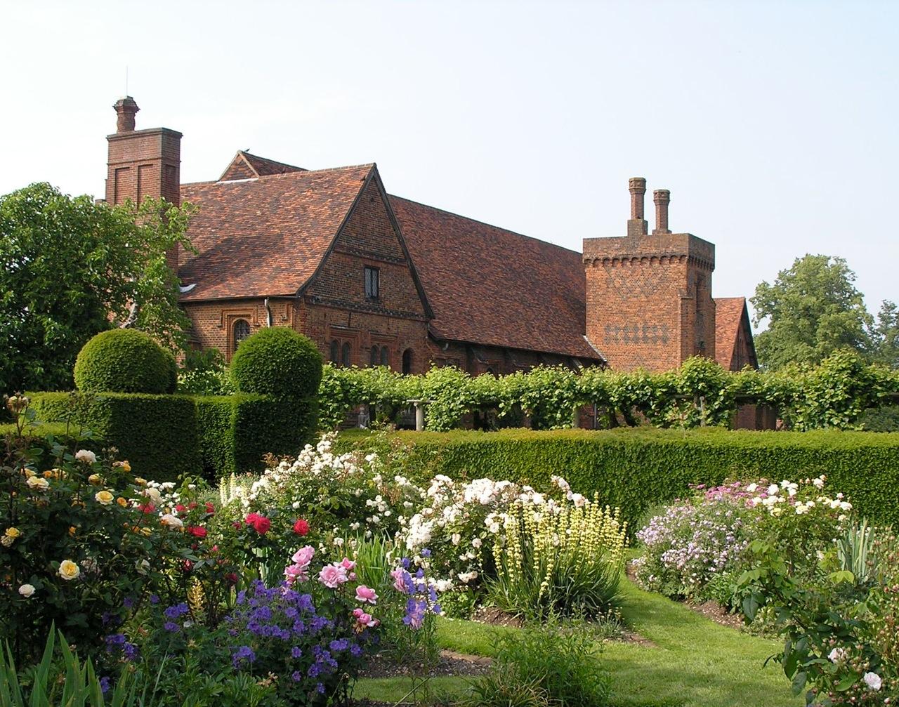 Hatfield house the enduring gardener for Wallpaper home england
