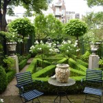 formal-box-hedging-in-this-garden-in-Amsterdam