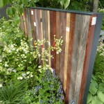 garden-screen-recycled-wood