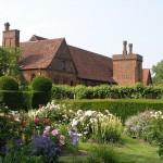 colourful-garden-border-in-formal-garden