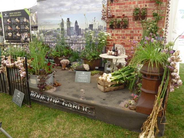 the garlic farm stand at the hampton court flower show 2013