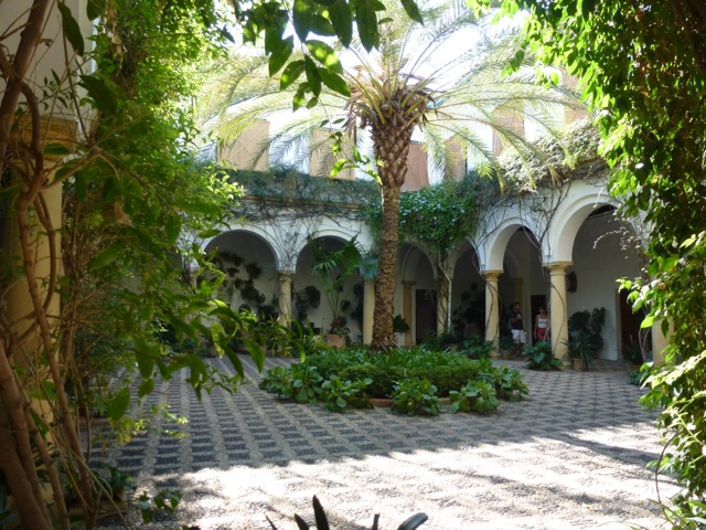 Inspirational Courtyard Gardens | The Enduring Gardener