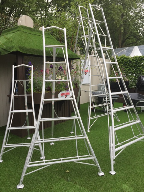 garden ladders for cutting hedges