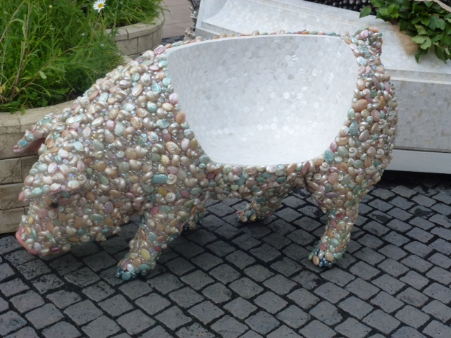 seat modelled on a pig