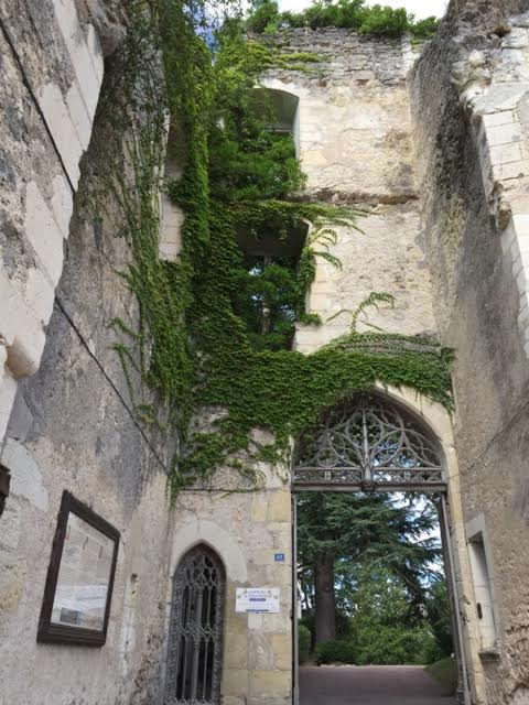 ruined gatehouse at Chateau de Montreso
